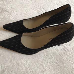 Anne Klein black / gray pinstripe size 9 heels New